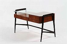 LATIS GUSTAVO Desk with four drawers.