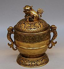 A Chinese bronze incense burner, decorated with dragons, seal mark, 19thC, H 33,5 cm