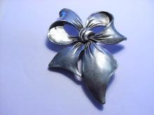 SEAGULL CANADIAN PEWTER BOW PIN