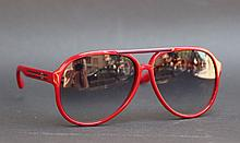 GUCCI  Paire de lunettes de soleil forme