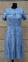 CHANEL  Robe en laine bleu et blanc,