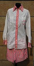 CHANEL  Chemisier blanc à manches longues en coton, col, bordures et sigles sur poches rayées