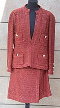 CHANEL Boutique  Tailleur en laine tweed rouge