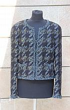 CHANEL  Veste courte droite, sans col, en laine mélangée, tweed noir
