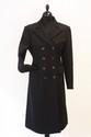 HERMES - Manteau en laine noire, doublure en soie imprimée de   monogrammes dorés. Taille 38. Bon état
