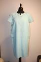 COURREGES - Robe en laine et lin bleu pâle, fermeture par éclair sur le devant,un bouton au col, manches courtes, taille 42 environ. Bon état