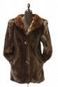 Yves Saint Laurent - manteau en vison clair, manches fourrures montées, poignées resserrées. Taille 40 environ. Très bon état.