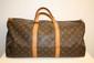 VUITTON - sac modèle keepal 50 cm, toile monogrammée , garniture   en cuir vachette, bon état.
