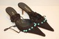 MERCEDEH - Paire de mules en croûte de cuir et perles turquoises, laçage à la cheville. Taille 37,5. etat neuf.