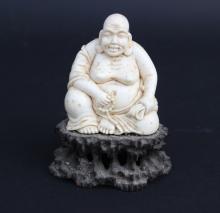 Sujet en ivoire sculpté figurant un buddha