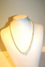 Collier de perles blanches , fermoir en argent  Longueur 48 cm