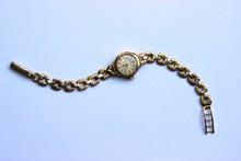 ROLEX  Montre de dame en or jaune modèle Précision , cadran circulaire, bracelet à mailles gourmette , P:15g