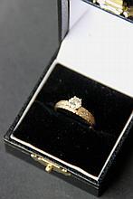 Bague en or jaune ornée d'un diamant solitaire