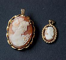 Lot de deux camées, monture en or jaune : le petit en pendentif , l'autre formant pendentif et broche