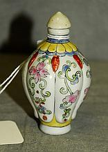 Chinese antique porcelain snuff bottle. H:3