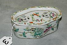 Chinese 19th C porcelain cricket box. H:1. 75