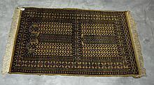 Oriental rug. 4'1 X 2'8.