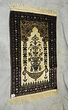 Oriental rug. 3'1 X 2'.