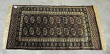 Oriental rug. 3'5 X 2'.
