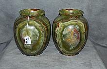 Pair onyx urns. H:8. 5