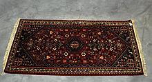 Oriental rug 5' X 2'6.