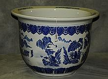Chinese blue and white porcelain planter. H:13.5