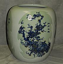 Large Chinese porcelain planter. H:19.5