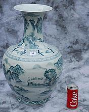 Chinese export green and white porcelain vase