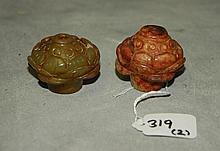 2 Chinese jade snuff bottles. H:1.5
