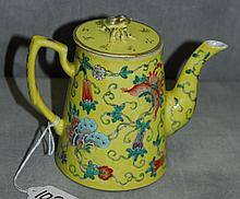 Antique Chinese famille Juno porcelain teapot with chop
