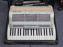 CASED SETTIMIO SOPRANI PIANO ACCORDION