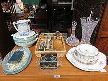 SUNDRY LOT OF GLASS AND CERAMIC INCLUDING CROWN DE