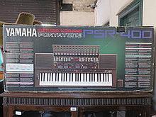 YAMAHA PORTATONE PSR-400 BOXED KEYBOARD WITH STAND