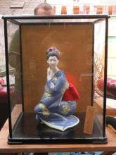 MODERN GLAZED AND EBONISED DISPLAY CASE CONTAINING A HAKATA NINGYO DOLL OF A LADY KNEELING, STAMPED BY ARTIST
