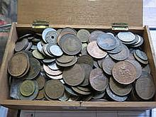 VINTAGE CIGAR BOX CONTAINING VARIOUS COINAGE