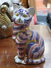ROYAL CROWN DERBY GLAZED CERAMIC CAT, APPROXIMATELY 14cm HIGH