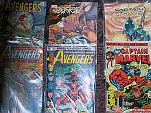 BOX CONTAINING APPROX. 120+ MARVEL, DC AND OTHER SUPER HERO COMICS MAINLY AMERICAN ISSUE INCLUDING CAPTAIN MARVEL, THE AVENGERS ETC.