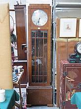 ART DECO WALNUT VENEERED GRANDMOTHER CLOCK WITH SILVER COLOURED CIRCULAR DIAL