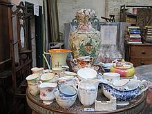 SUNDRY LOT INCLUDING CERAMICS, PART TEA SETS, ORIENTAL VASE, GOSS CRESTED C