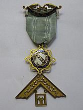 15CT GOLD GILT MASONIC PAST MASTERS JEWEL, ARTHUR STANLEY LODGE, NO 3469, W