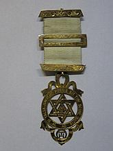 9CT GOLD MASONIC ROYAL ARCH JEWEL