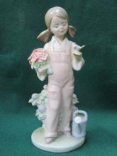 LLADRO GLAZED CERAMIC FIGURE OF A GIRL WITH WATERI
