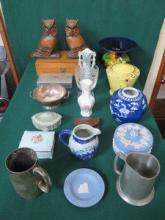 SUNDRY LOT INCLUDING WEDGWOOD AND OTHER CERAMICS,