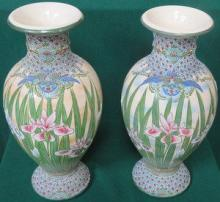 PAIR OF JAPANESE TUBE LINED FLORAL DECORATED CERAM