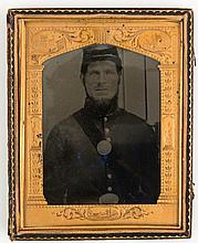 CIVIL WAR 1/2 PLATE TINTYPE NAMED SOLDIER W RIFLE