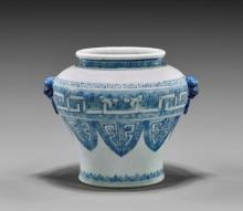 18TH CENTURY BLUE & WHITE PORCELAIN JAR