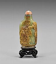 ANTIQUE CARVED YELLOW JADE SNUFF BOTTLE
