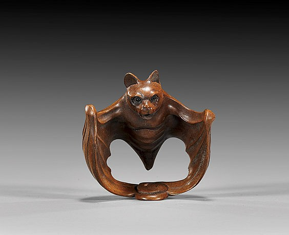 CARVED WOOD NETSUKE: Flying Bat