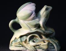 JAPANESE YANKOWARE FROG AND FLORAL FIGURE