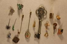 LARGE VINTAGE LOT OF COSTUME PINS